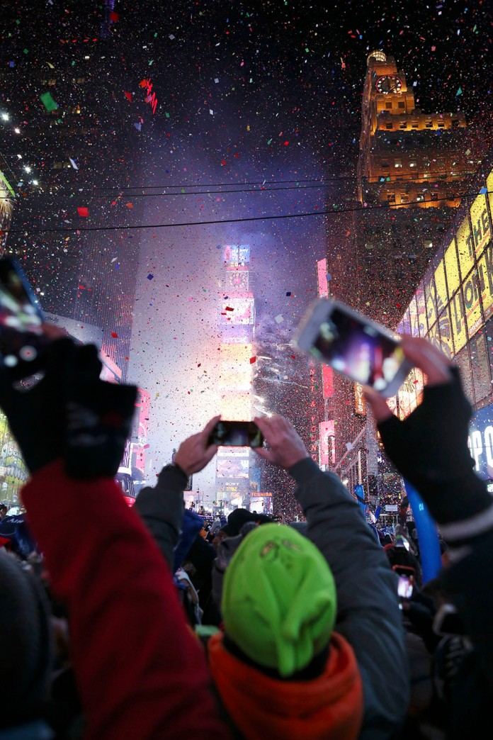 30152414A NEW YEAR'S EVE